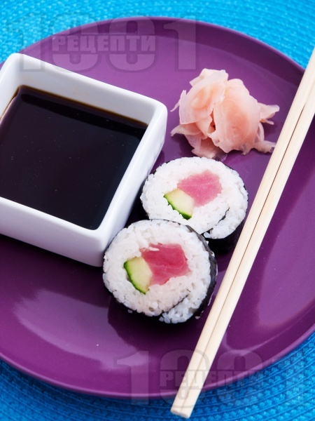 Суши с риба тон и авокадо - снимка на рецептата